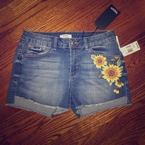NWT!! Kensie Shorts size 6.